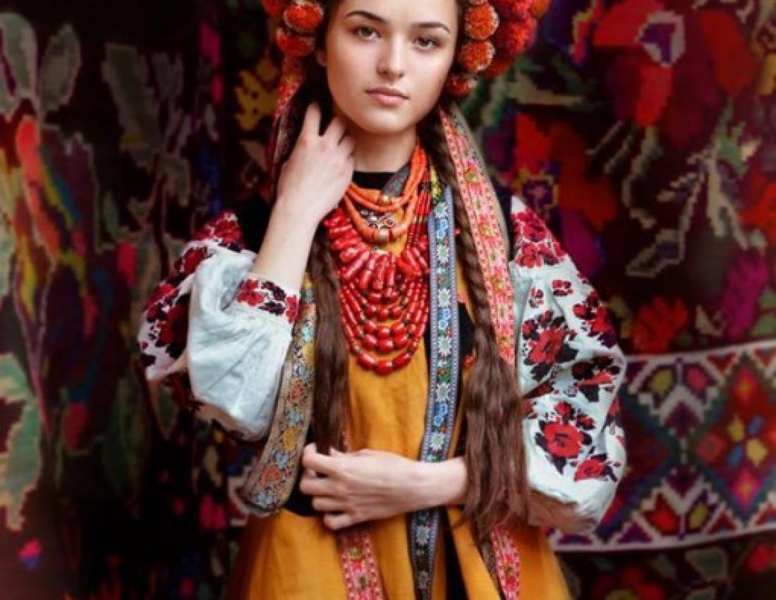 Фото українок у вінку 21 фотография